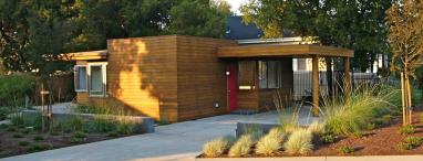 La modern house tour in los altos celebrates richard for Haus musterplan