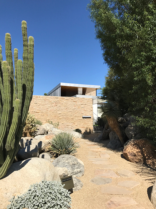 "At the Kaufmann Desert House, the landscaping takes precedence over the house, which preserves privacy. This house gets so much foot traffic that they put up a ""no climbing"" sign. Image: Mark English Architects"